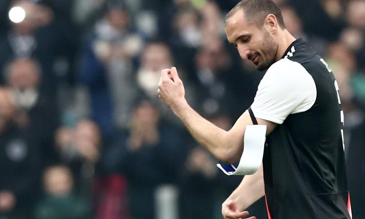 Juve, la difesa a pezzi: torna Chiellini ma dura un tempo, De Ligt e Bonucci in riserva, Rugani non è all'altezza