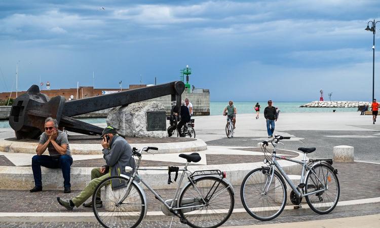 Un metro di distanza (e ottimismo) e mascherine: Italia, oggi parte il tuo allenamento!
