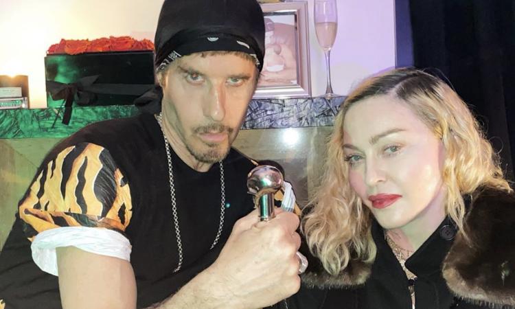 Bufera su Madonna: positiva al coronavirus, va a una festa senza ...