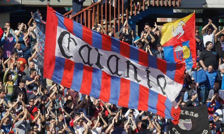 Catania iscritto al campionato grazie al contributo di tifosi e aziende: bel gesto d'amore, ma il sistema è al collasso