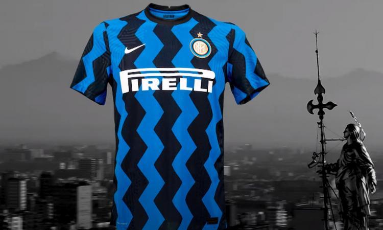Inter, UFFICIALE la prima maglia 2020-21 a zig zag. Sarà usata già in questa stagione, celebra Milano VIDEO