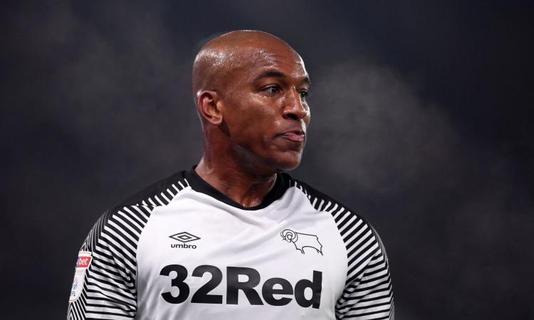 Rapina finita male: accoltellato Wisdom, difensore del Derby County