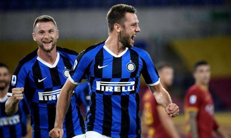 Inter, solo una lieve distorsione per De Vrij: non c'è lesione, Conte lo recupera per il Napoli
