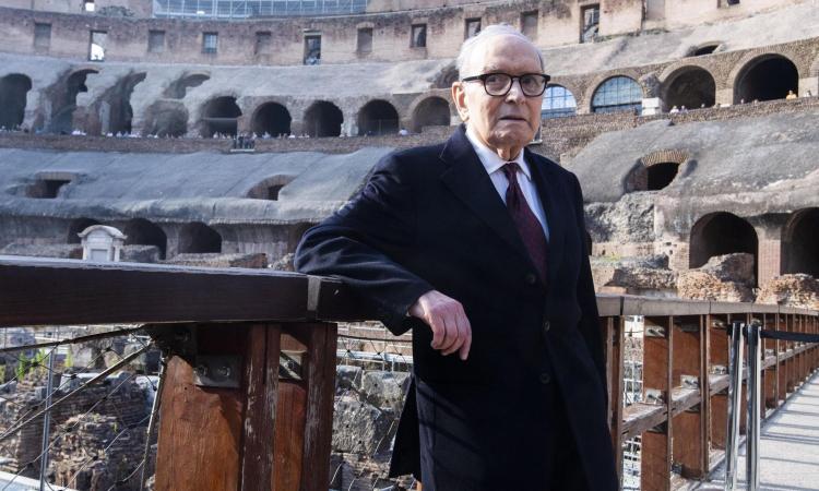 La Serie A ricorda Ennio Morricone: squadre in campo con la colonna sonora di 'C'era una volta in America'