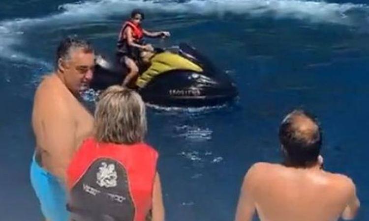Cristiano Ronaldo Jr nei guai: guida moto d'acqua a soli 10 anni, aperta indagine