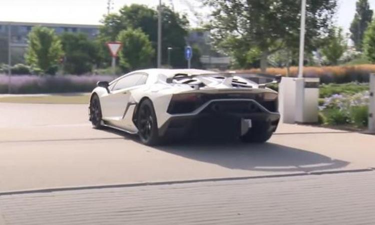 Hazard, nuova macchina da mezzo milione di euro: raggiunge i 350 km/h FOTO