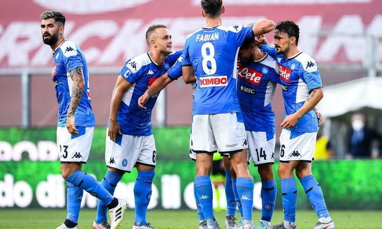 Il Napoli vince anche in ciabatte. O il Genoa diventa sporco e cattivo o andrà in B