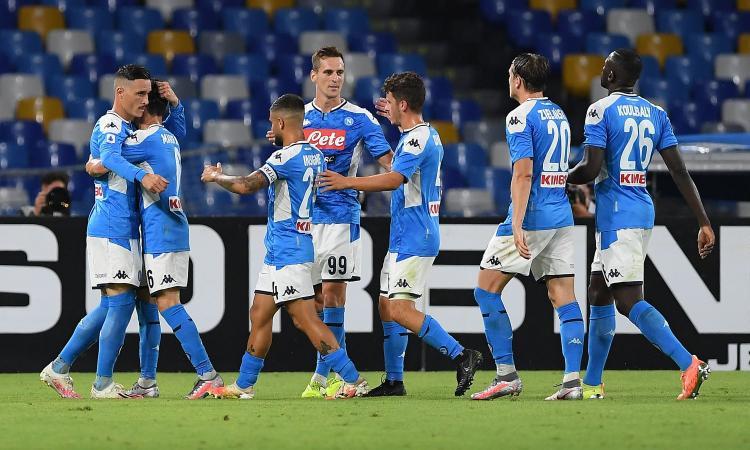 La perla di Insigne fa volare il Napoli: 2-1 alla Roma e aggancio al 5° posto. Zaniolo rientra dopo 175 giorni
