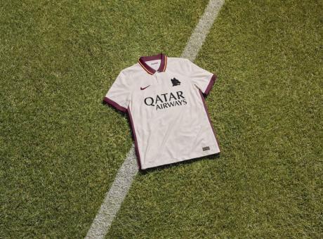 Roma, è UFFICIALE la nuova seconda maglia: 'Il Lupetto è un forte ...