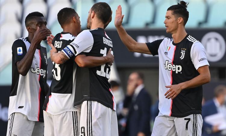 Dybala show e Buffon da record: 4-1 Juve nel derby al Torino, +7 sulla Lazio