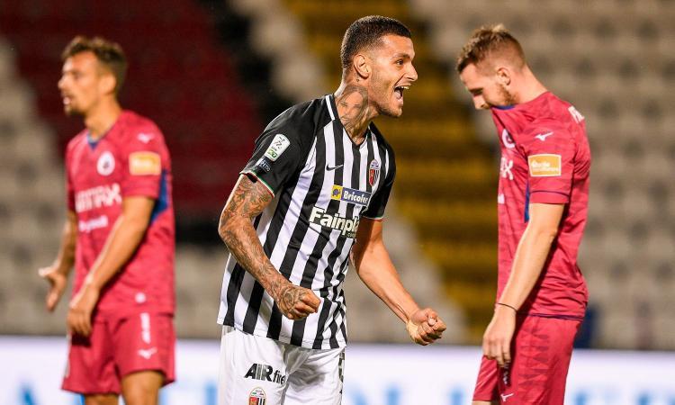 Il Sassuolo fissa il prezzo per Scamacca: l'Inter ha un piano, il Milan...