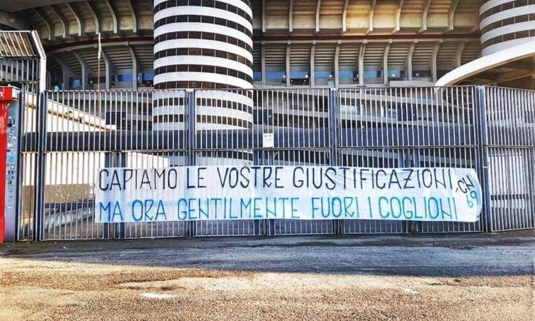 Inter, la Curva insorge: 'Ok le vostre giustificazioni, ma adesso fuori i c...'