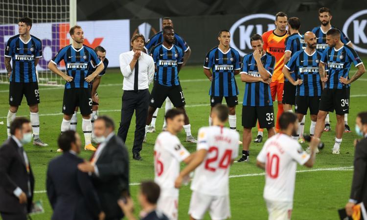 Inter, che rimpianti! Errori e autogol di Lukaku, Siviglia campione. Per Conte finisce nel modo più beffardo...