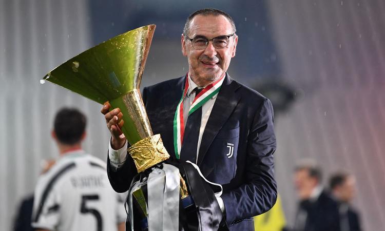Juve: tutti i meriti di Sarri, più forte di errori di mercato e infortuni. E che lezioni a Conte!