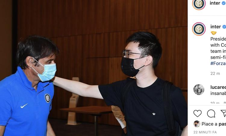 Inter, Zhang arriva a Dusseldorf e abbraccia Conte FOTO e VIDEO