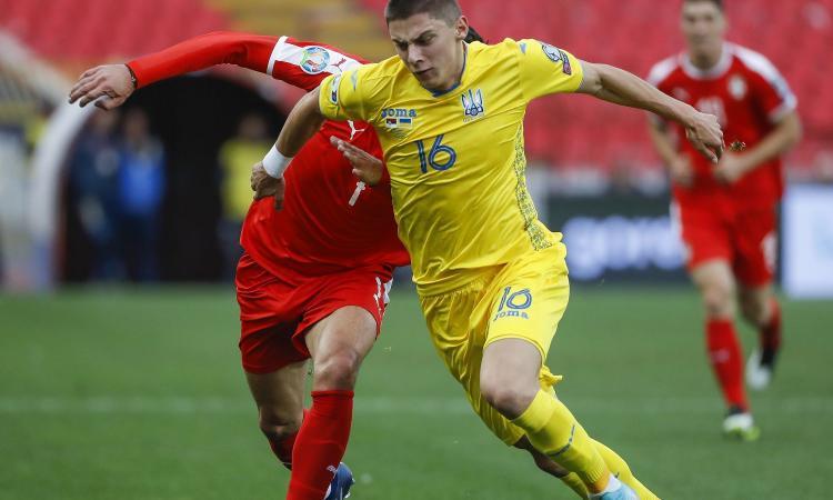 Mykolenko, l'agente: 'Pronto per la cessione, a tanti piacerebbe giocare con il Napoli. Sui contatti con il club...'