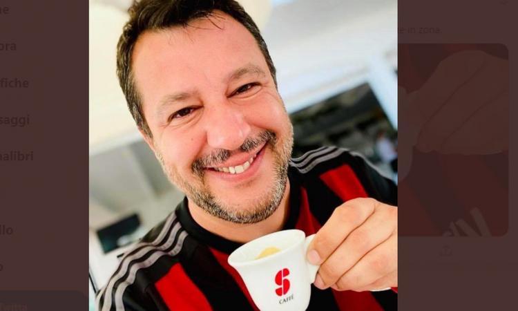 Salvini 'offre' un caffè con la maglia del Milan