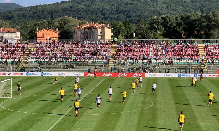 Italia, si rivedono i tifosi: in 500 per il raduno del Napoli. I primi gol di Osimhen FOTO e VIDEO