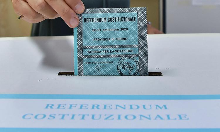 Referendum sulla riduzione dei parlamentari: si vota oggi e domani. Alle 12 affluenza del 12,25%