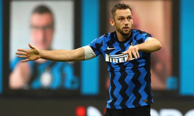 Torna De Vrij, l'intoccabile di Conte per il rinnovo. Miglior difensore della Serie A, pagato zero: senza, l'Inter va a picco