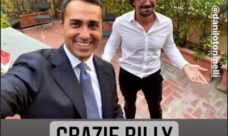 Referendum, vince il sì: Di Maio e Toninelli esultano e ringraziano... Costacurta! FOTO