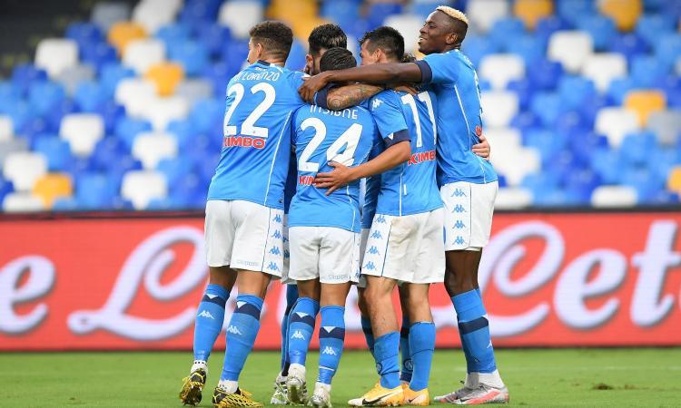 Napoli a valanga: 6-0 sul Genoa, doppietta di Lozano