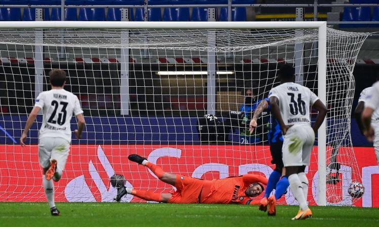Champions League, rivivi la MOVIOLA: rigore con il Var per il Gladbach. L'Inter protesta per un mani in area