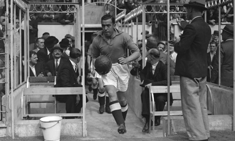Dean, la leggenda dell'Everton: colpito al cuore in tribuna tifando per i Toffees. Il 'no' a Hitler e i due nazisti stesi