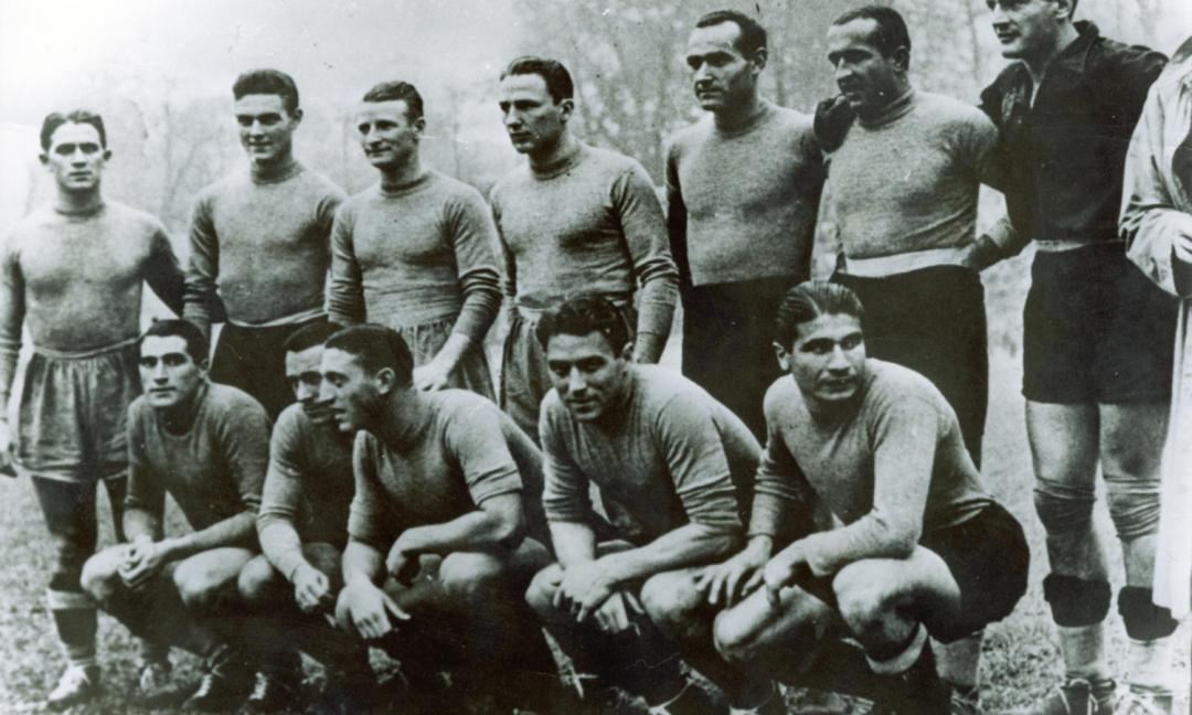 Calcio a braccia tese: il pallone ai tempi del Fascismo