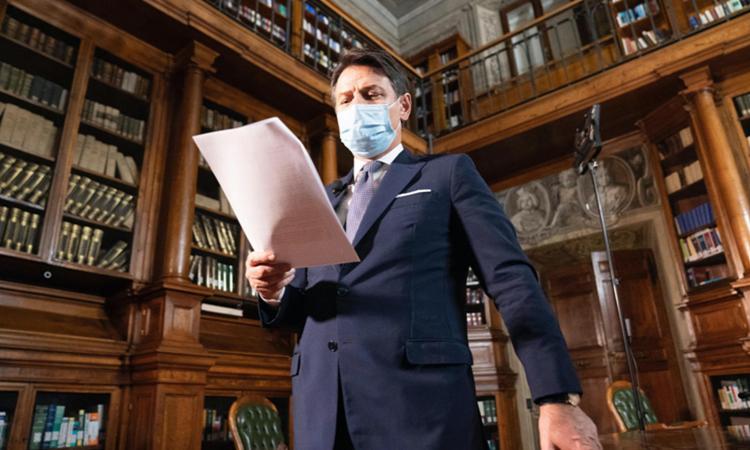 Il Senato vota la fiducia a Conte, Var sul caso Ciampolillo: il gesto di Galliani VIDEO