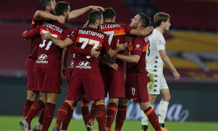 Doppietta di Dzeko e super Pedro: la Roma va sotto, poi vince 5-2 col Benevento
