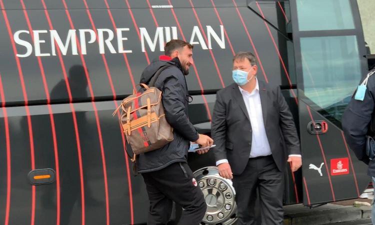 Il Milan è arrivato a Napoli. Antonio Donnarumma scherza in napoletano: 'Agg pers 'e chiav' VIDEO