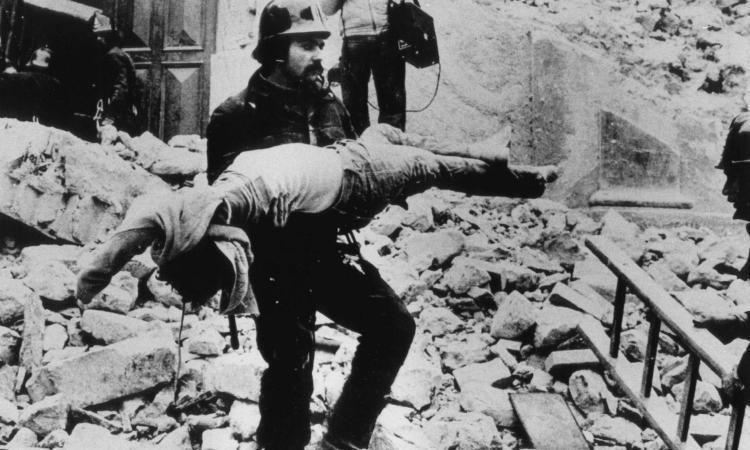 Irpinia, un terremoto lungo 40 anni: Pertini si arrabbiò, ancor oggi gli italiani dovrebbero farsi delle domande