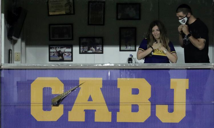 Il Boca vince col Newell's nella Copa Maradona: la figlia Dalma si emoziona in tribuna nel palco di papà