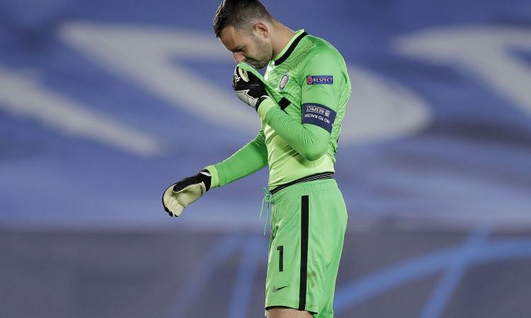 Inter, Handanovic 'va in crisi' anche nei videogame e 'tradisce' Hakimi. La reazione è tutta da vedere VIDEO