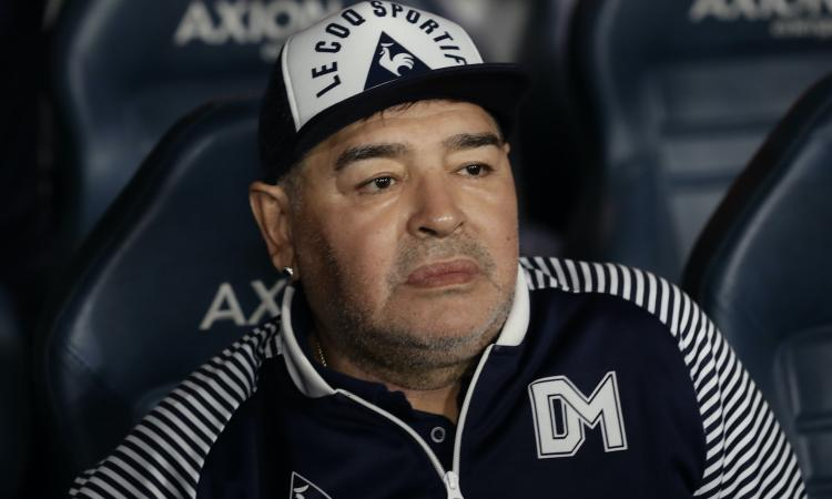 Maradona, il giallo della caduta: 'Ha picchiato la testa e non è stato portato in ospedale'. Ed è guerra per l'eredità