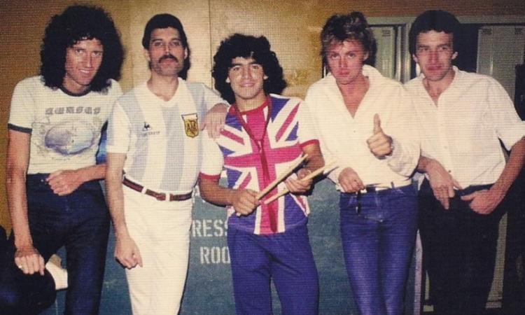 Maradona, che storie con la musica: dai Queen e Pino Daniele agli Oasis e Vasco VIDEO