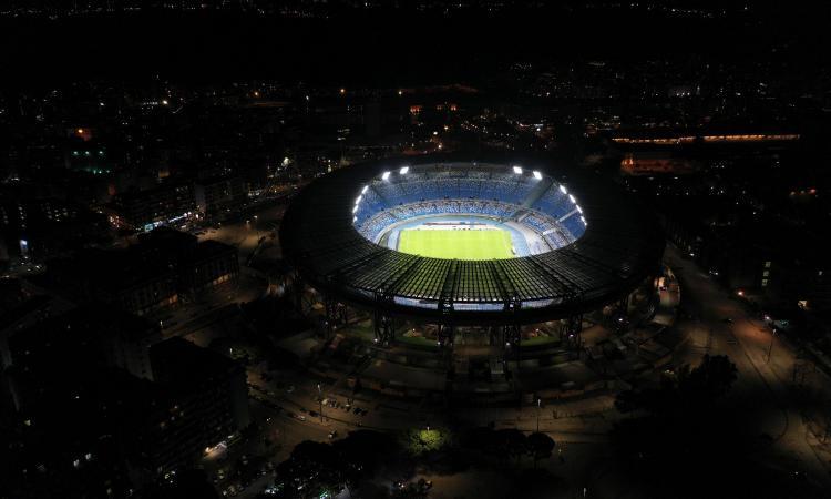 Il comune di Napoli annuncia: 'Il San Paolo sarà intitolato a Maradona'. Stadio illuminato tutta la notte