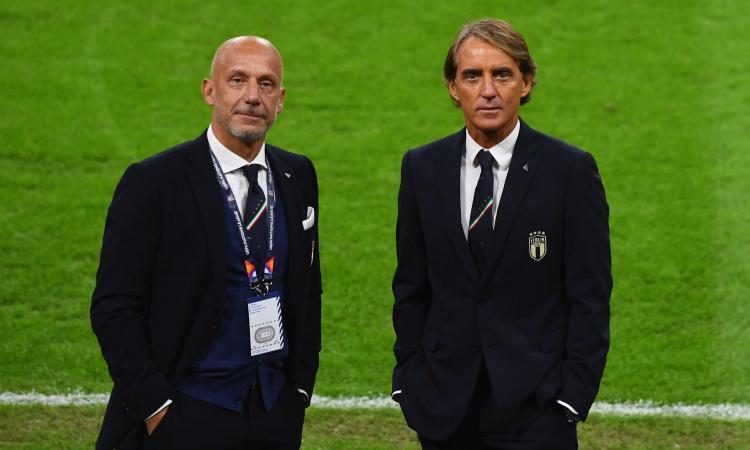 """Mancini e il bacio di Vialli al pallone: """"Gli stava dicendo 'ti amo' """""""