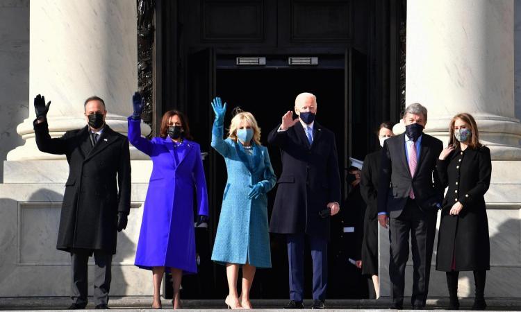 Usa, Biden giura: 'Sarò il presidente di tutti. Il popolo ha parlato, la democrazia ha vinto'. Trump porta in Florida la valigetta nucleare