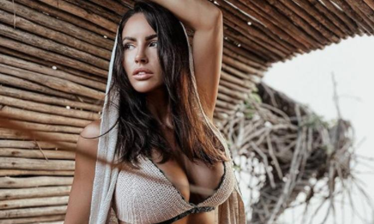 Lucia Javorcekova, nuova FOTO in topless in Messico: 'Too hot to handle' FOTO