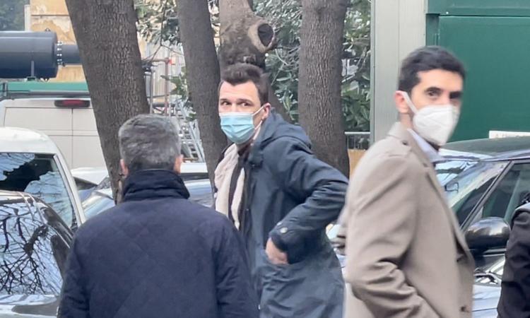 Milan, visite concluse per Mandzukic. Domani le firme