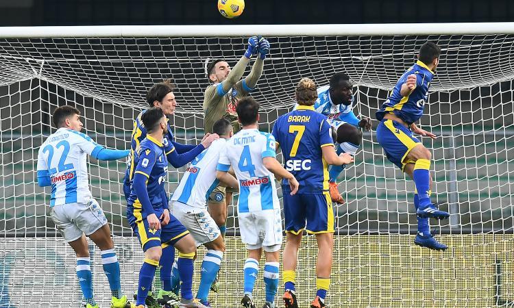Serie A, rivivi la MOVIOLA: Verona-Napoli, Faraoni chiede un rigore. Juve, Arthur rischia l'espulsione