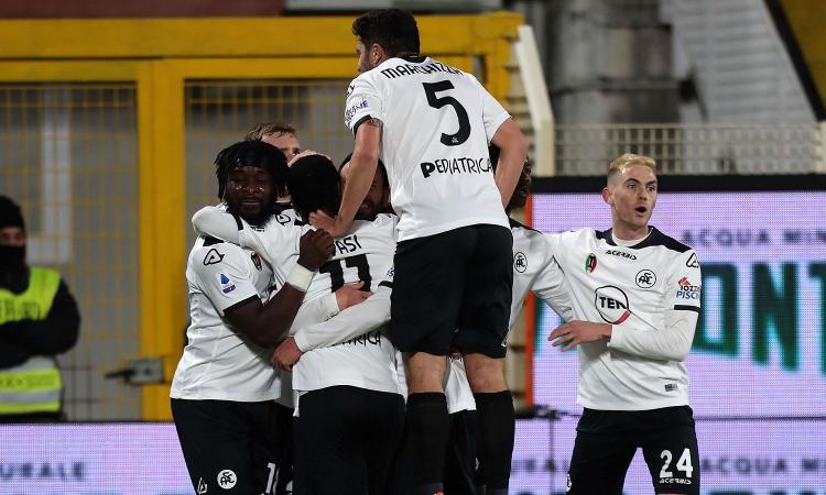 Segna sempre Nzola, lo Spezia vince 2-1 il derby con la Samp e va a +5 sul Toro