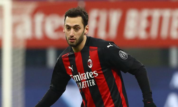 'Milan, Calhanoglu deconcentrato da super offerte provenienti dall'estero?'