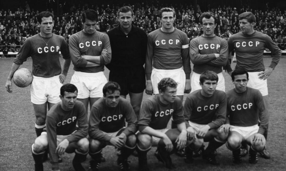 Calcio e Martello: il pallone nel blocco comunista