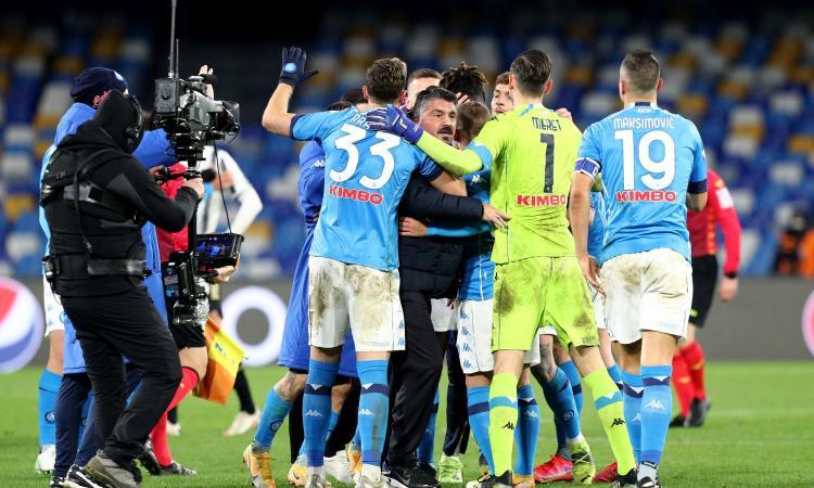 Napoli, spunta un positivo nello staff! A mezzanotte tamponi alla squadra: i risultati