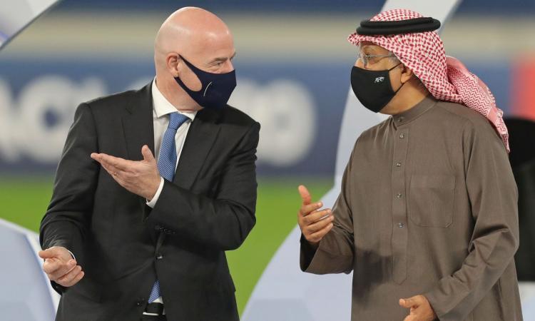 Lo sceicco e le donne arbitro: Infantino, in Qatar l'ennesima imbarazzante figuraccia. E il Mondiale del 2022...