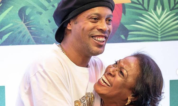 Ronaldinho: morta la madre per complicazioni legate al Covid