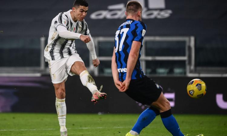 Tifosi allo stadio: si tratta per le ultime due giornate di campionato in Serie A